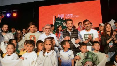 Tigre / Zamora y Massa entregaron subsidios a 65 clubes de barrio de Tigre