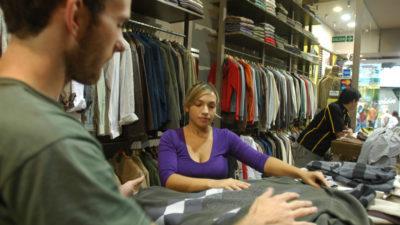 Los empleados de comercio recibirán un aumento del 19 % pero no cobrarán el bono de fin de año