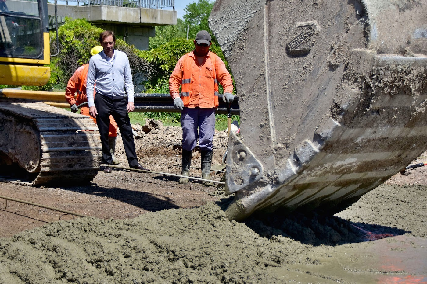"""La Plata / Garro desde la bajada de la autopista afirmó """"esta obra nos pone en valor"""""""