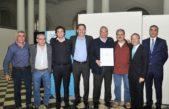 La Plata / Garro entregó 608 escrituras de viviendas a vecinos