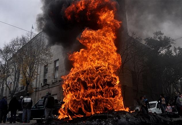 """La Plata / Piden que se prohíba la """"quema de cubiertas"""" dentro del distrito"""