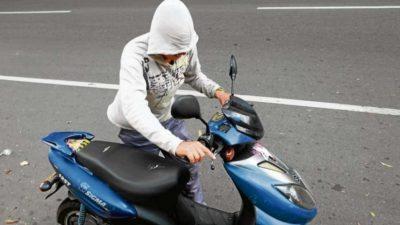 En Lezama van contra los padres de menores que manejan motos y autos