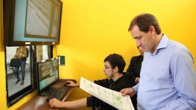 """La Plata /  Garro: """"Sumamos tecnología para estar cerca de los vecinos y darles más seguridad"""""""