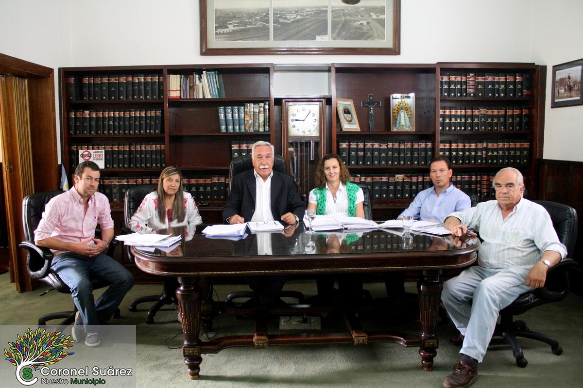 """Cnel Suárez / Cercado por la oposición, Palacio pide """"auxilio"""" ante la negativa de aumentar las tasas en su comuna"""