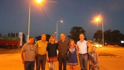 C. Casares / Iluminaron la nueva rotonda de la ruta Nº5