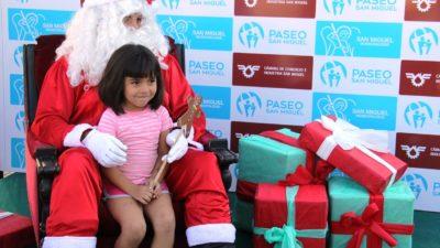 San Miguel / Papá Noel recibió a cientos de chicos en la plaza