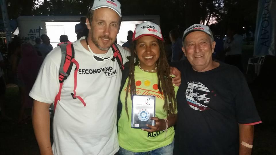 La montehermoseña Agustina Errazquinvuela alto en el Kite Nacional