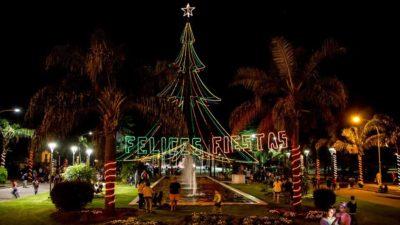 Colón encendió su tradicional arbolito de Navidad en Plaza San Martín