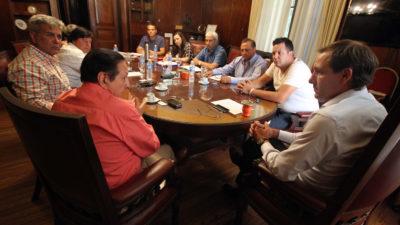 La Plata / Garro acordó suba salarial del 18 % para municipales y suma fija de $1500 para fin de año