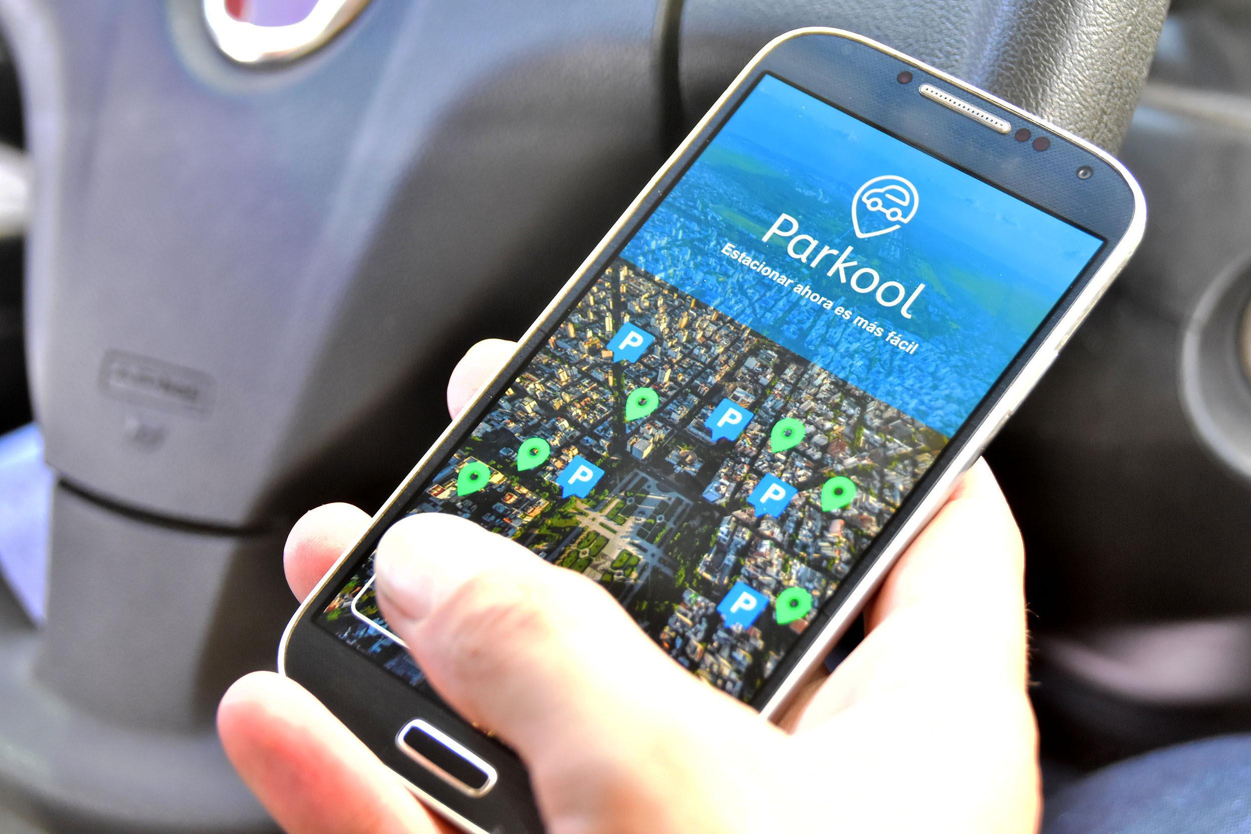 """La Plata la primera ciudad latinoamericana en tener la aplicación """"Parkool"""" para encontrar estacionamiento"""