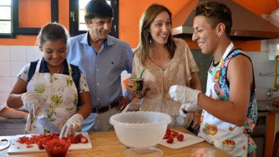 """Vidal visitó dos distritos peronistas """"los bonaerenses necesitan que estemos más cerca para escucharlos"""""""