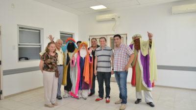 E. Echeverría / Gray entregó juguetes a niños en el Hospital Santa Marina