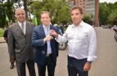 E. Echeverría / Gray recibió de manos del ministro de seguridad, Ritondo las llaves de las nuevas motos para la policía local