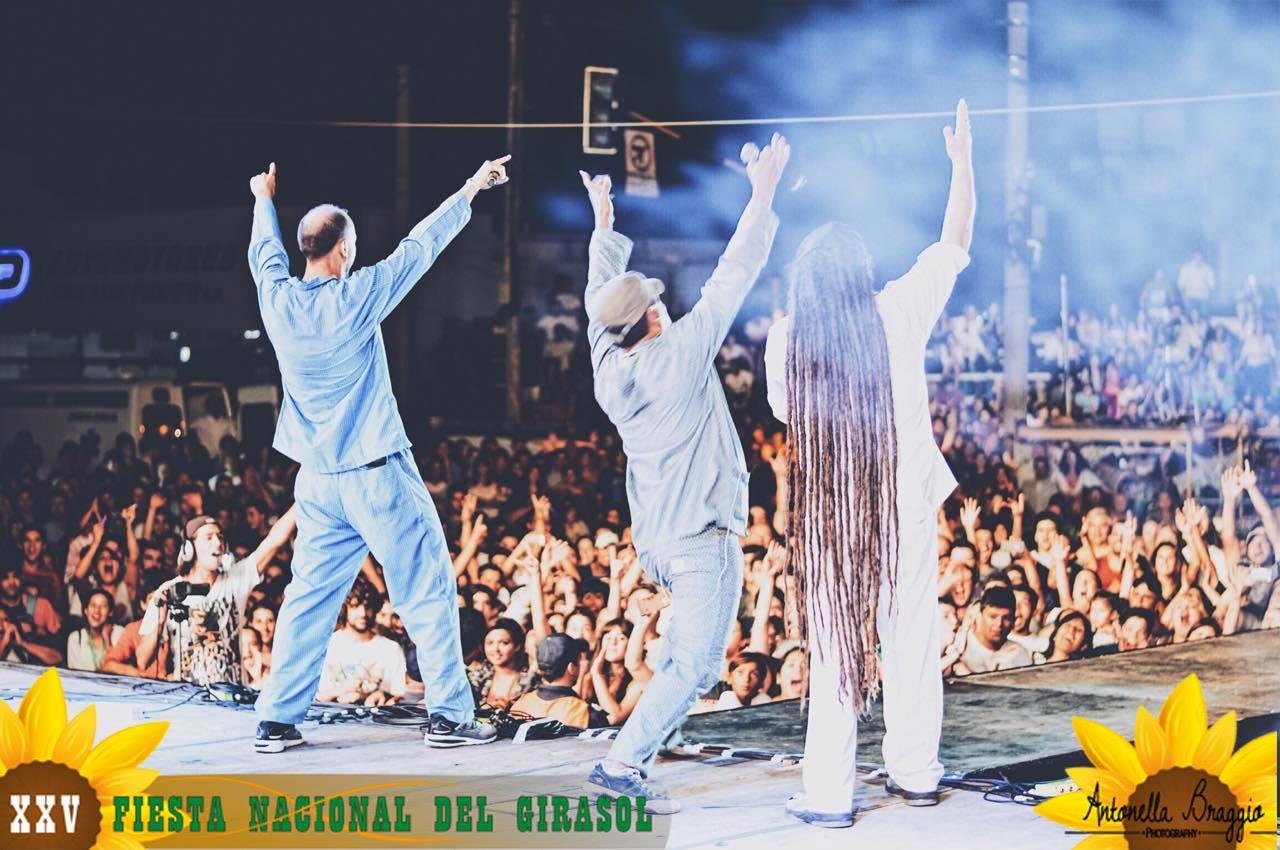 Karina, Bersuit y Viejos Juglares le pusieron ritmo a las bodas de plata de la fiesta nacional del girasol en Carlos Casares