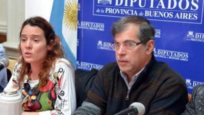 Legisladores buscan derogar artículo de la dictadura que prohíbe hacer toples