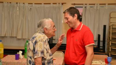 E. Echeverría / Gray visitó a los jubilados del distrito