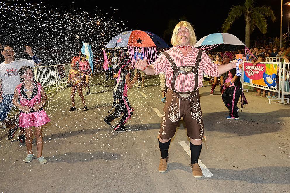 Gran noche para los Carnavales del Río en Tigre a pura música, color y alegría