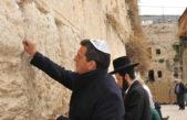 """Massa visitó Israel y en el muro de los lamentos pidió """"trabajo y educación"""" para los jóvenes del siglo XXI"""