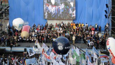 Marcha de las dos CTA a Plaza de Mayo: El modelo económico en el eje de los discursos