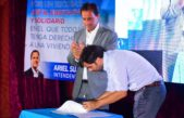 Escobar / Echarren y Sujarchuk firmaron convenio y presentaron programa de viviendas