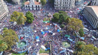 """La Marcha Educativa fue masiva: """"Ninguno de los que está acá se cayó en la escuela pública"""""""
