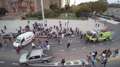 La Plata / Pintan dos corazones azules por la seguridad vial