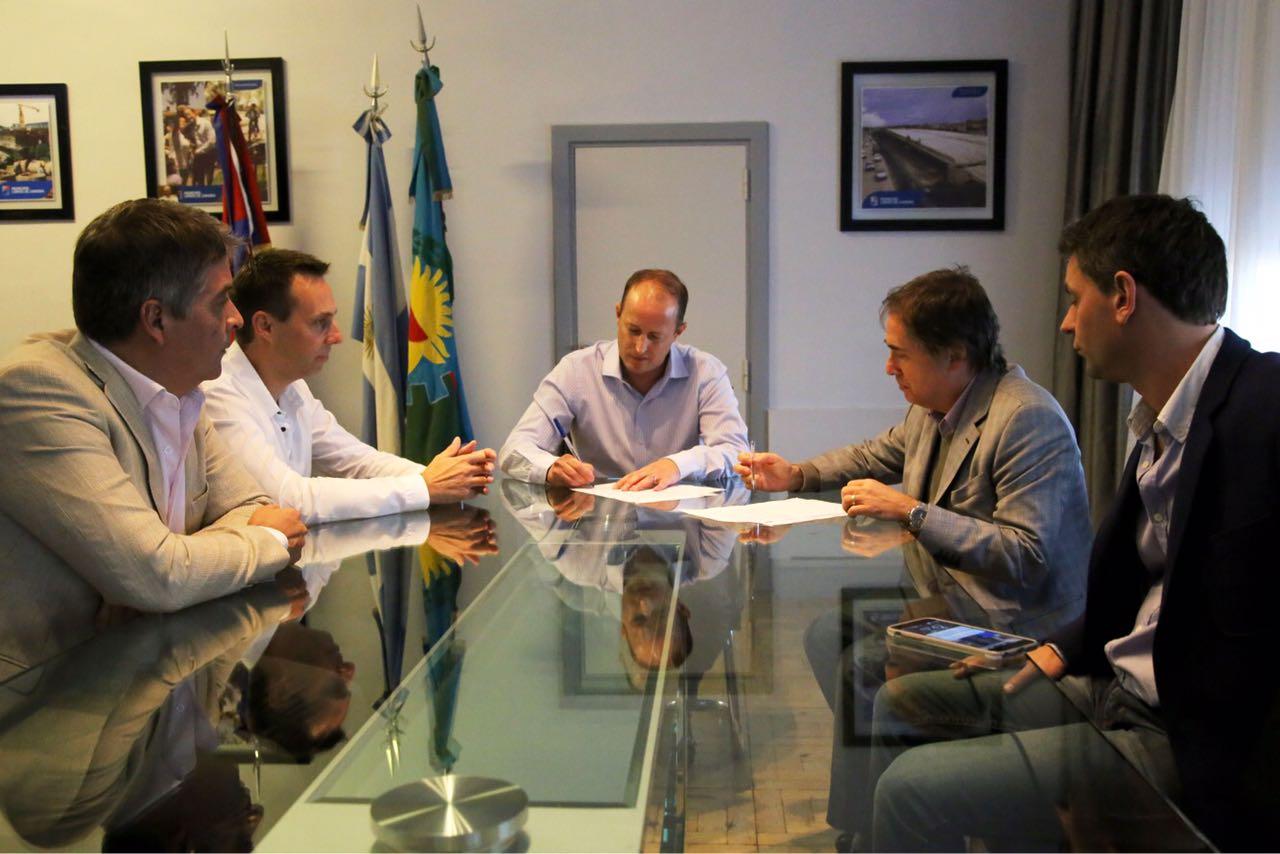 Lomas de Zamora / Lorenzino e Insaurralde firmaron un convenio de cooperación y asistencia entre el municipio y la defensoría del pueblo