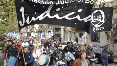 Paro y movilización de judiciales a la sede de la Corte en La Plata