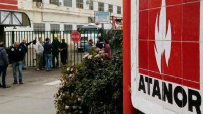Los químicos bonaerenses pararon por los despidos en ATANOR