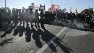 ParoNacional / Enfrentamientos en Panamericana entre gendarmes y manifestantes