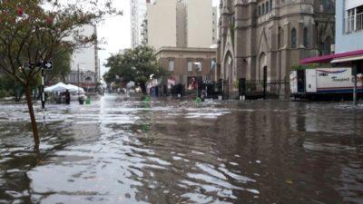 Postales del temporal en Mar del Plata