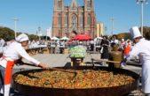 La Plata / Un verdadero éxito la paella solidaria en Plaza Moreno