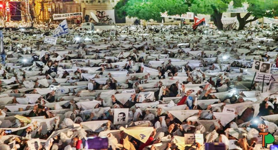 """#MarchaContrael2X1: El pueblo unido """"NUNCA MAS"""" será vencido"""