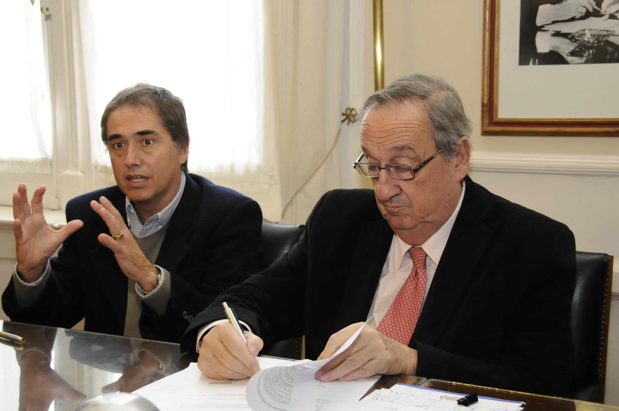 Tandil / Lunghi y Lorenzino firmaron convenio para establecer una delegación de la defensoria en la ciudad