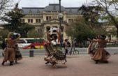 Folkloristas bailaron en las puertas de la legislatura en busca de crear el instituto provincial del Folklore