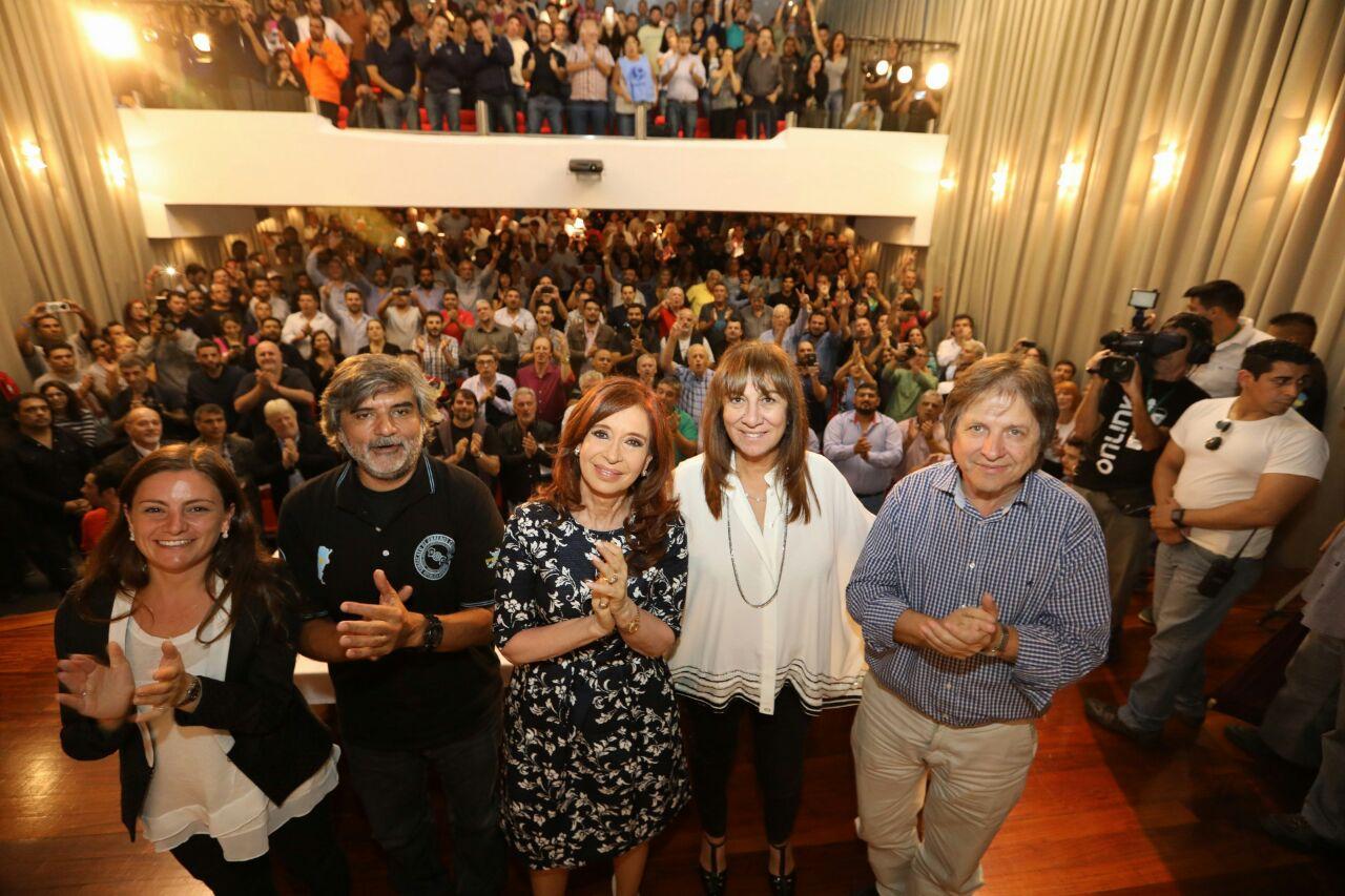 """""""Los trabajadores mueven la rueda de la economía"""", dijo Cristina Kirchner en un encuentro con sindicalistas"""