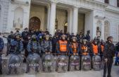 Movilización a los tribunales de Azul tras el desalojo del Municipio