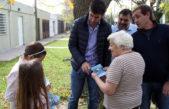 La Plata / Garro y Mosca encabezaron 'timbreo' para dialogar con los vecinos sobre Presupuesto Participativo