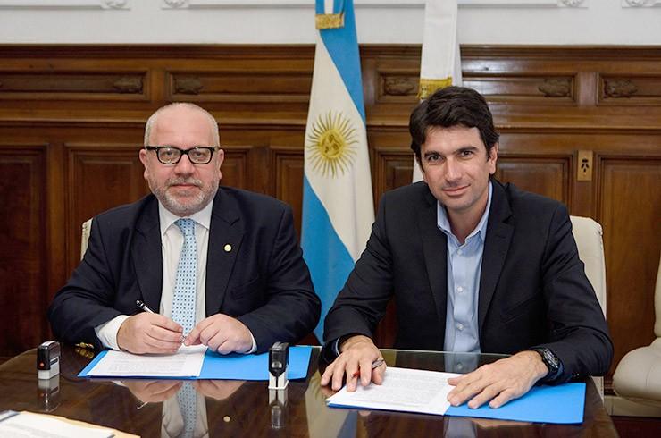 El colegio de Escribanos firmó un convenio de cooperación con RENAPER