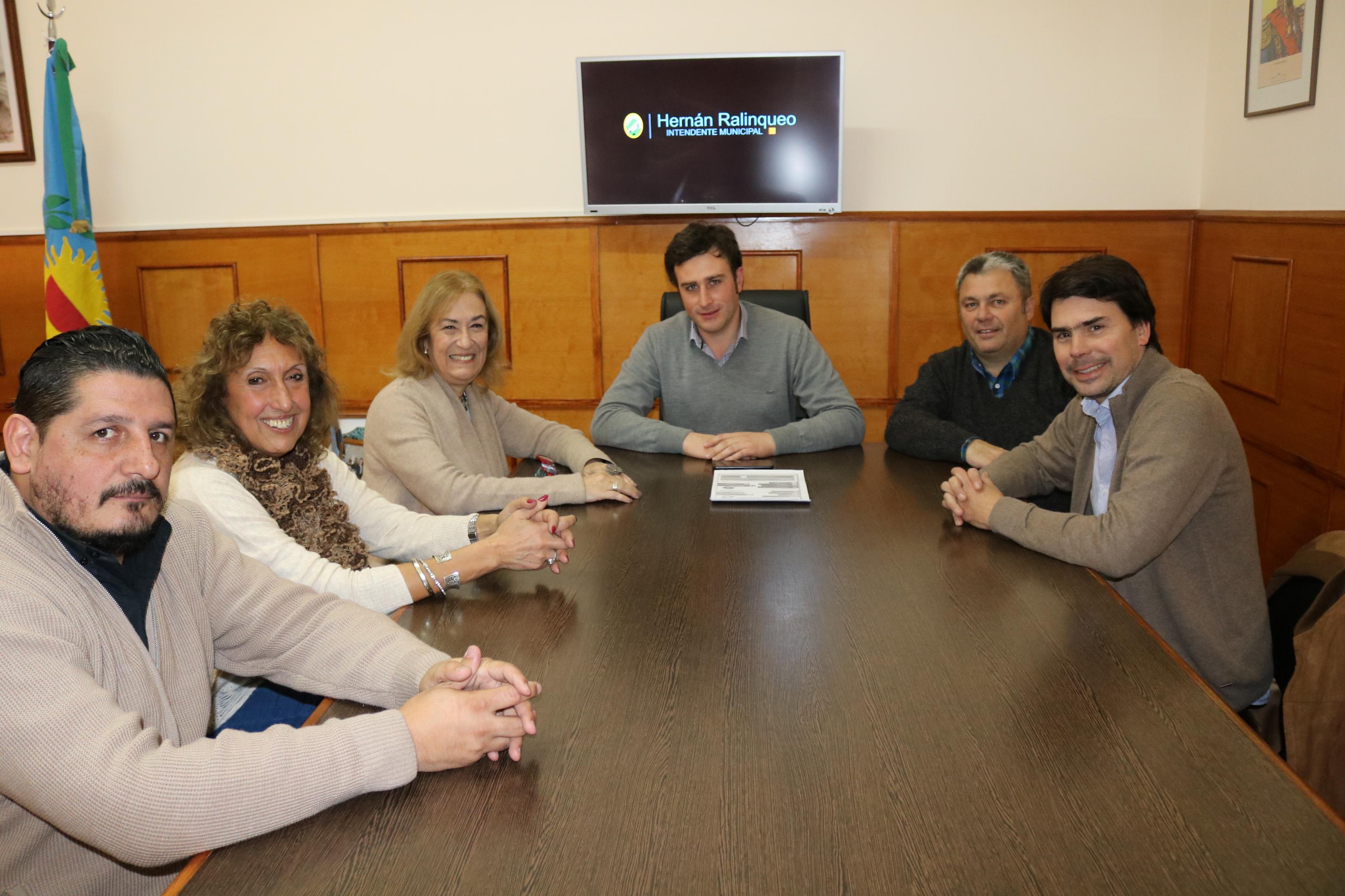 25 de Mayo / Ralinqueo se reunió con funcionarios de la casa de la provincia