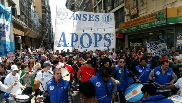 """""""Esto es un genocidio"""", dicen los trabajadores de ANSES que harán un paro por el suicidio de un jubilado en Mar de Plata"""