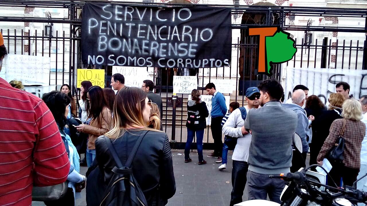 """Denuncian despidos masivos en el Servicio Penitenciario: """"Hablan de una purga pero es un ajuste"""""""