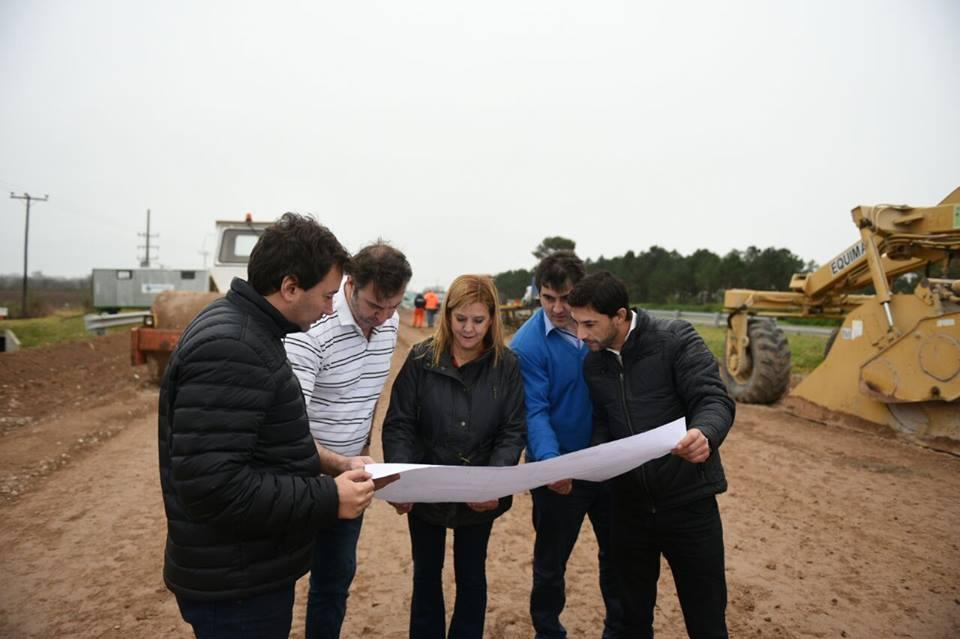 Luján / El intendente y legisladores de Cambiemos recorrieron obras viales en ruta 6