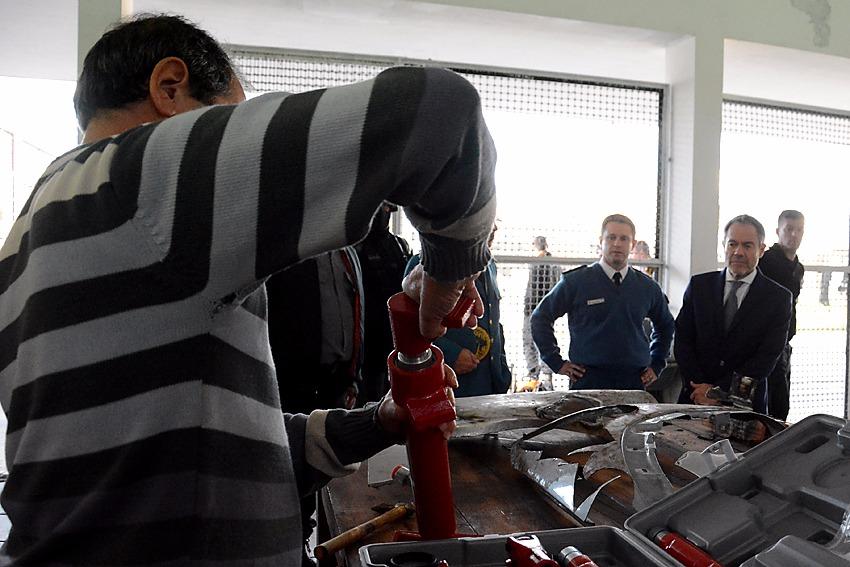 Ferrari visitó los talleres que se reacondicionaron en la Unidad 9 de La Plata