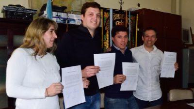 """C. Casares / Pre candidatos buscan dar el ejemplo y firman un acuerdo de """"campaña Limpia"""""""
