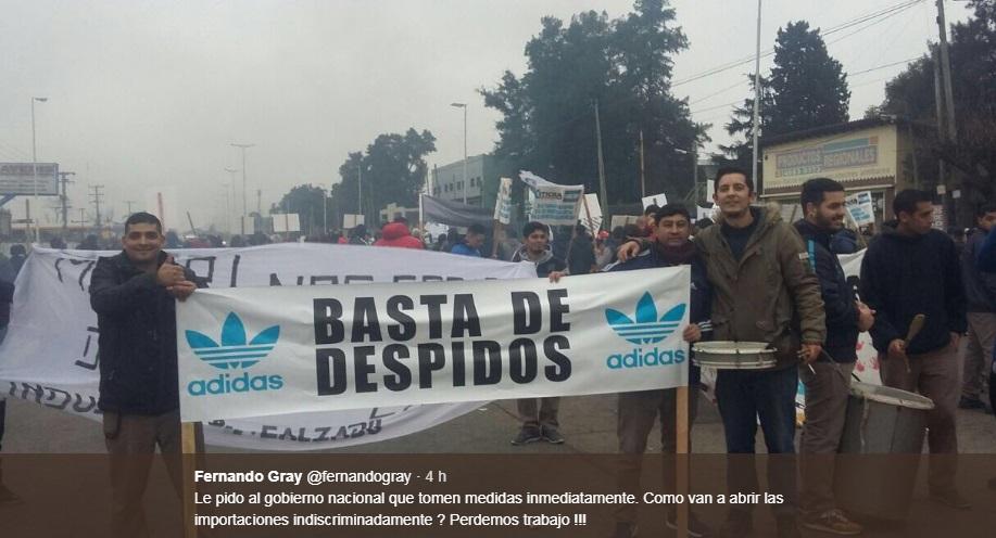 Leonardoda realidad terraza  Preocupación en E. Echeverría, la multinacional ADIDAS despide trabajadores  y ajusta el salario
