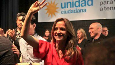 """Se presentó Unidad Ciudadana en La Plata: """"El único objetivo es frenar a Macri"""", dijo Victoria Tolosa Paz"""