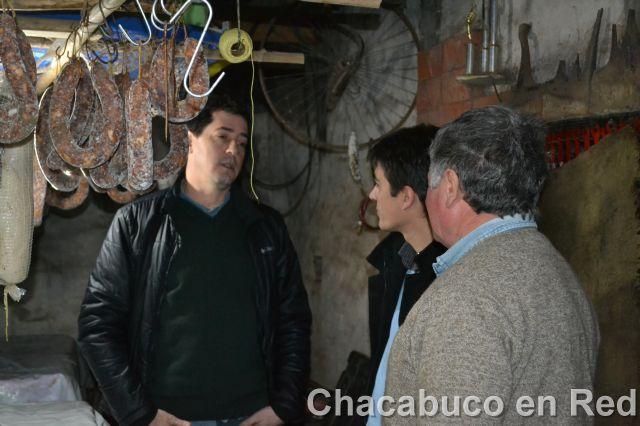 Chacabuco / Wado De Pedro visitó un productor porcino y comerciantes junto al candidato Martín Carnaghi