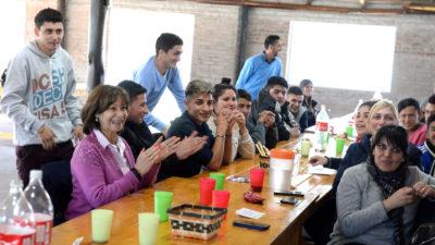 San Fernando / Alicia Andreotti almorzó con los chicos del centro Convivencial Terapéutico