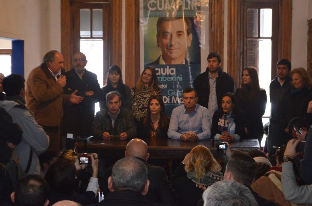 Conferencia de prensa en el local central de Cumplir
